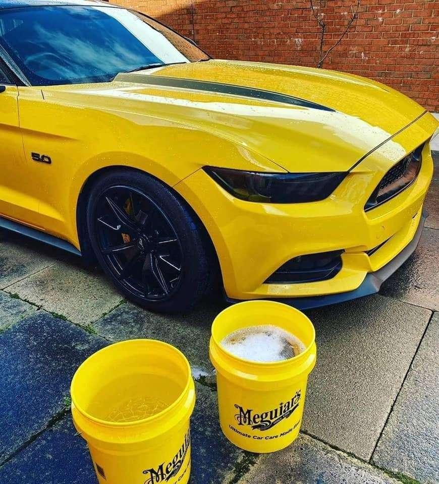 Meguiar's Two Bucket Kit ( Yellow buckets)
